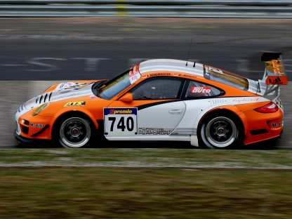 Porsche 911 GT3 R Hybrid races in the USA and China