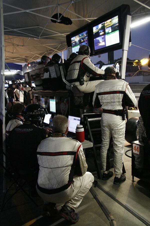 crew of the porsche 911GT3 R Hybrid crew
