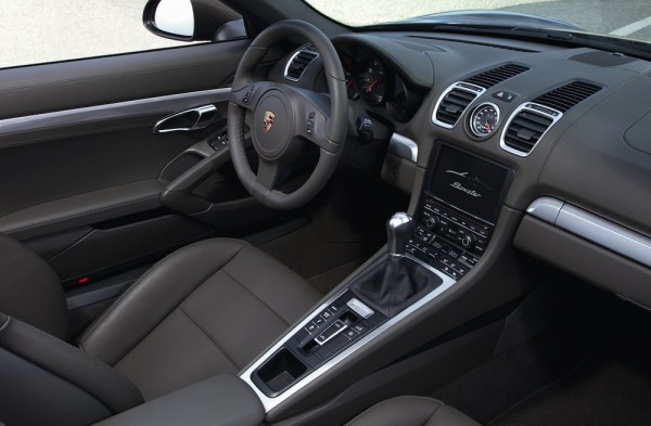 Interior view of the 2013 Porsche Boxster
