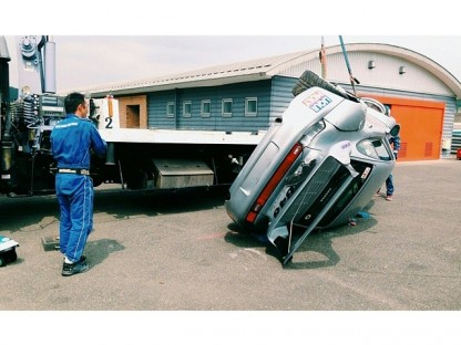 Rauh-Welt Porsche Racer Crushed After Fall From Crane Truck At Twin-Ring Motegi