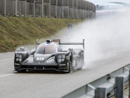 Here's The Revamped Porsche 919 Hybrid For The 2015 Season