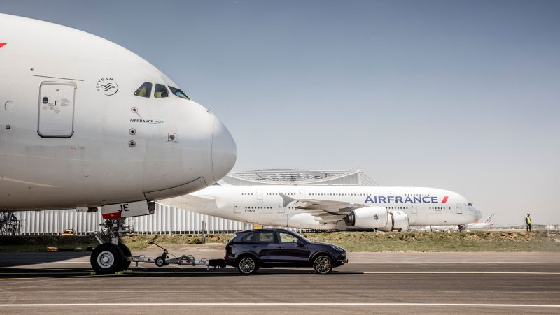 Porsche Cayenne S Diesle Towing an Airbus a380 for a new guinness world record
