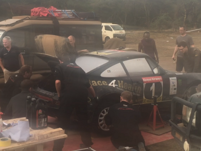 Rally Mechanics Install This Porsche's Engine In A Field, In Africa, In Just 12-Minutes