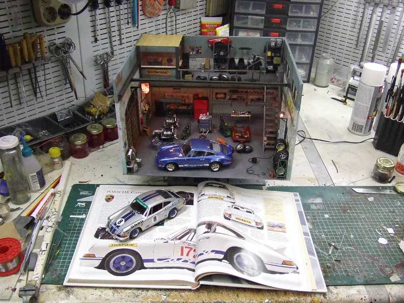 porsche 911 diorama garage with scale