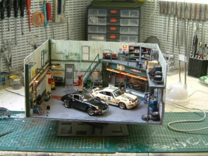 Porsche 911 diorama garage to scale