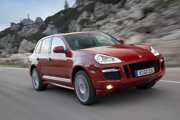 Porsche Cayenne GTS on the Move