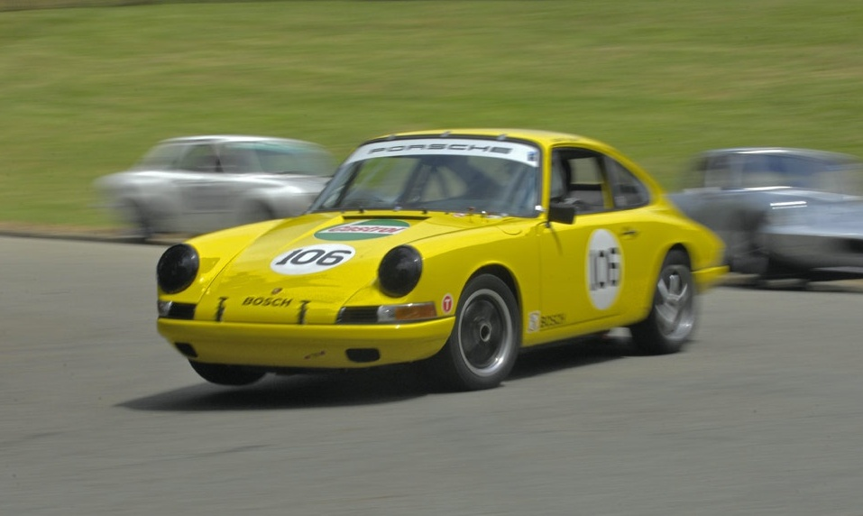 1966 Porsche 911 racing in the Pittsburg Vintage Grand Prix