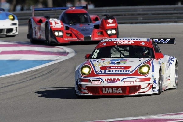 multi-class Porsches competing