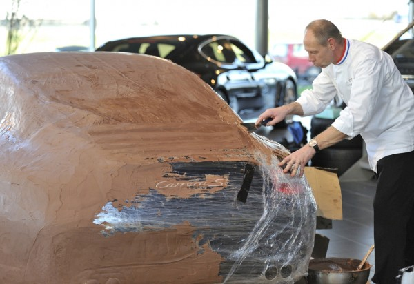 chocolate-covered-911-Carrera-S-plastic