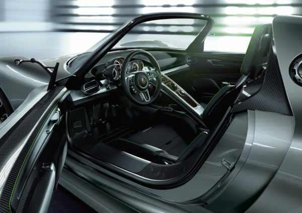Interior of the concept Porsche 918