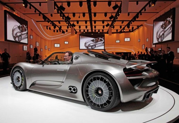 side view of the Porsche 918 Concept Car