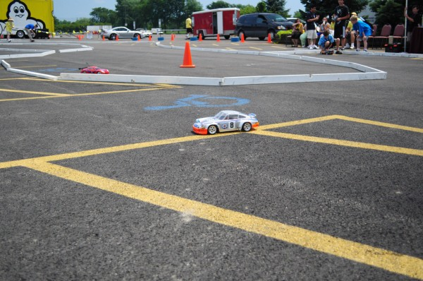 kids racing porsche rc-cars at the 2010 porsche parade