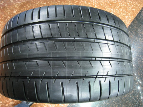 tread pattern michelin pilot super sport