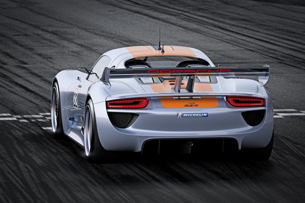 Rear view of the 918 RSR (the exposed wheel fan is almost visible)