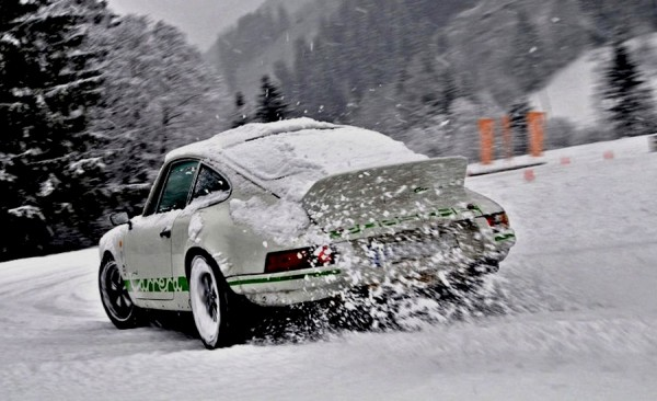 Porsche carrera rs driving in the snow