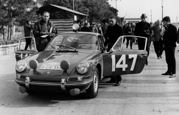 Peter Faulk racing a Porsche