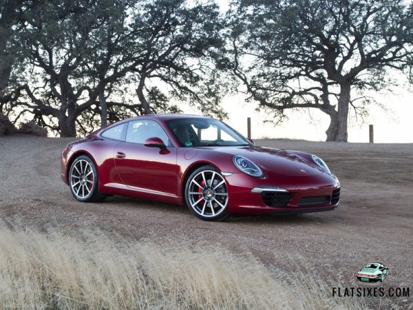 Porsche 911 Carrera S Named Robb Report Car of the Year