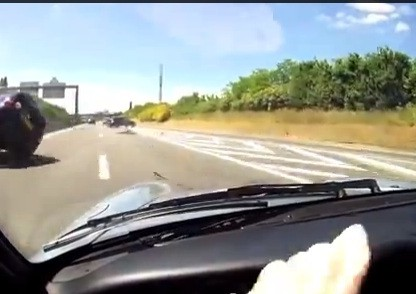 Video: Evasive Highway Maneuvers Help This 993 Driver Avoid Contact