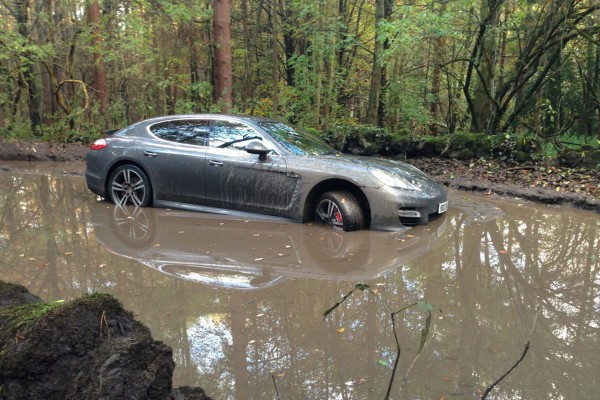 £££-Andre-Wisdoms-Porsche-Panamera-Turbo-in-a-mud-filled-pit-2716840