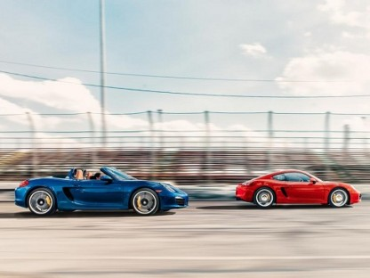 """Porsche Boxster and Cayman Land """"Car and Driver"""" 10Best Award for 2014"""