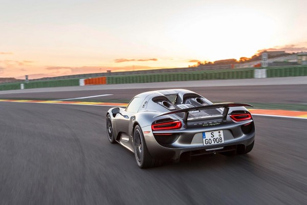 4 Reasons The Porsche 918 Spyder Uses A Top Pipe Exhaust Design