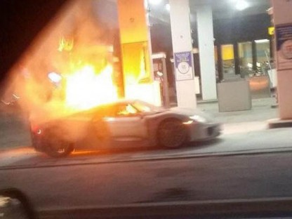 Porsche 918 fire at gas station toronto