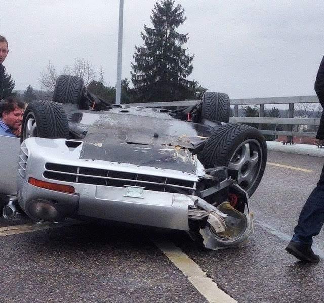 Porsche 959 rollover