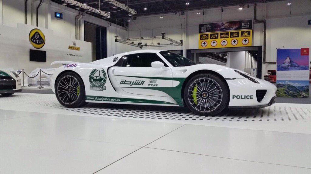 porsche 918 spyder in Dubai green and white police livery