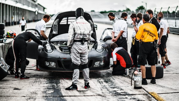 Pit stops during the 30-hour endurance test acquire a high-precision routine