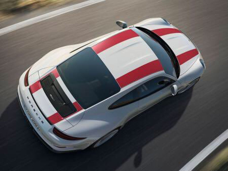 Unlike the GT3 and GT3 RS, the new 911 R seems to be devoid of obvious aero. Instead, it looks to have a retractable wing.