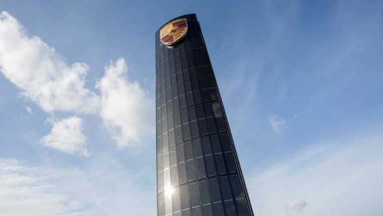 porsche solar pylon at Berllin headquarters
