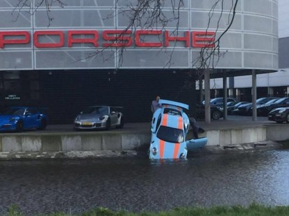 porsche 911 gt3 rs nose first into water in amsterdam