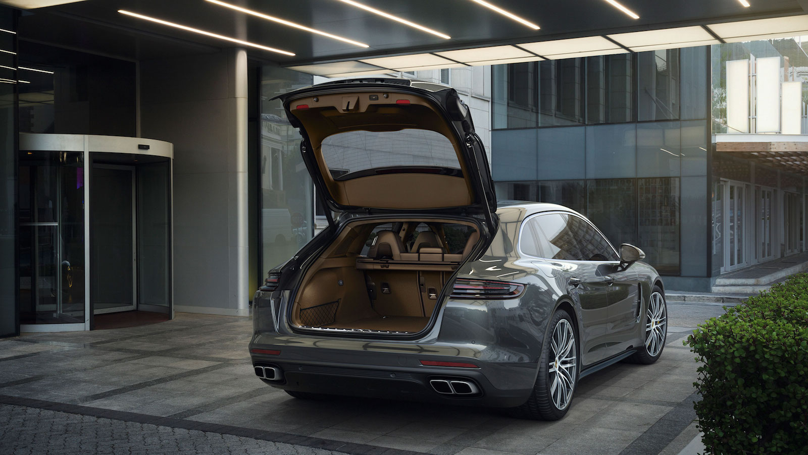As The First Panamera To Feature Rear Seating For Three Passengers Its Optionally Available In A Four Seat Configuration Cargo Compartment Can Be